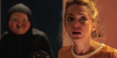 恐怖電影推薦《忌日快樂》影評:這部電影告訴我們做人不能太「婊」!