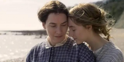 2020同性電影《菊石/默愛》影評推薦,因為凱特溫絲蕾,喜歡上她演的女同愛情電影